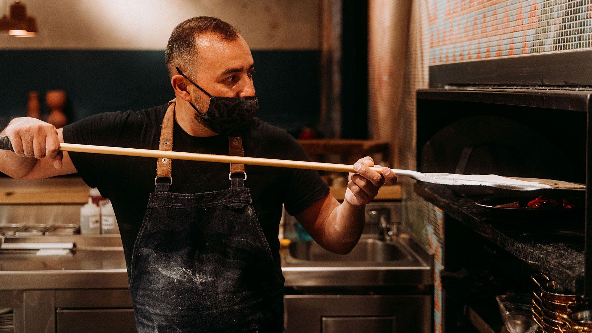 Pan casero cocina abierta oriente medio brasas Restaurante eixample sumac & mambo